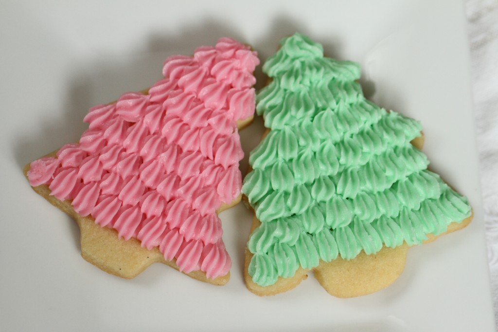 Sugar Cookies with Easy Buttercream Frosting {Satisfy My Sweet Tooth}
