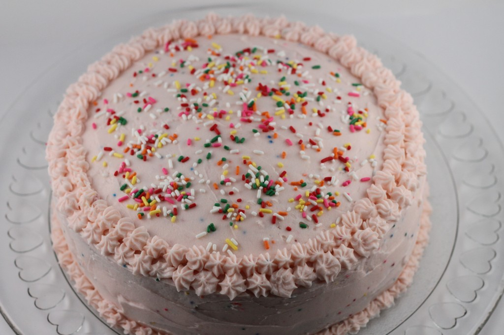 How to frost a cake {Satisfy My Sweet Tooth}