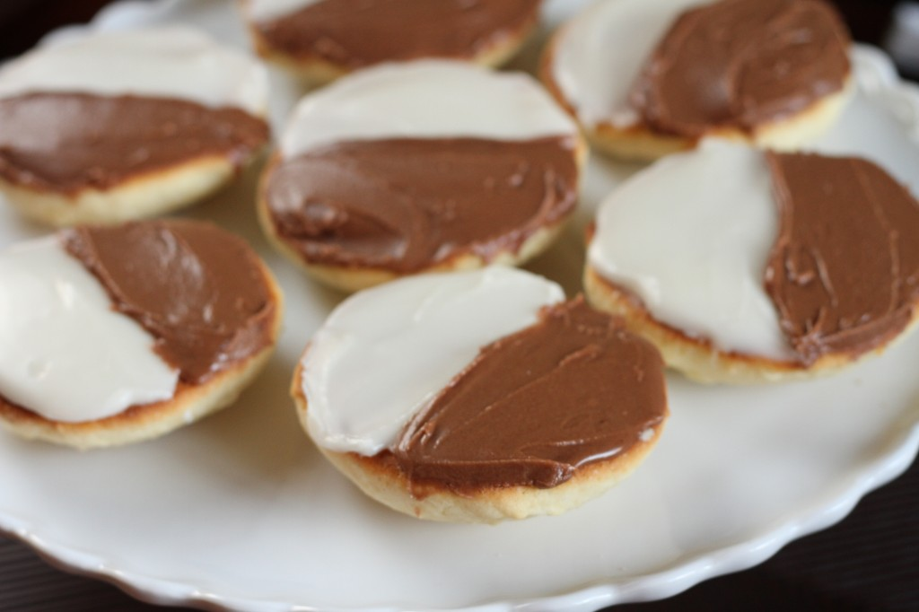 Black and White Cookies {Satisfy My Sweet Tooth}