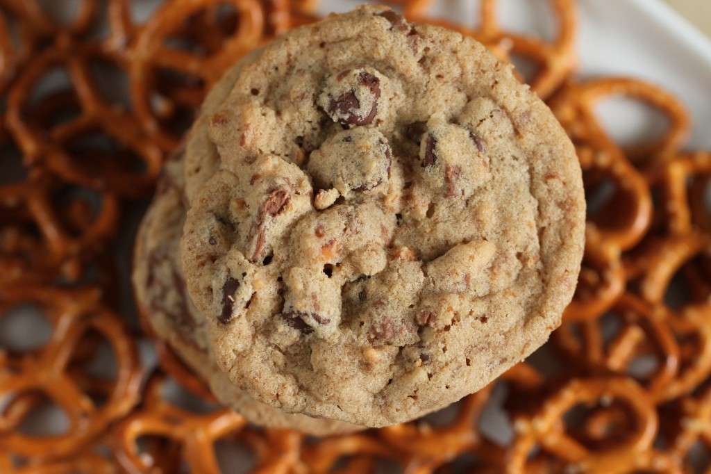 Malted Pretzel Chocolate Chip Cookies {satisfymysweettooth.com}