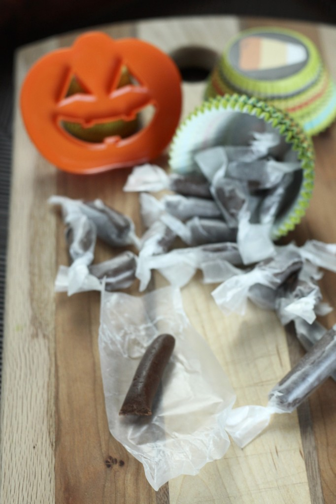 How to make Tootsie Rolls {satisfymysweettooth.com}