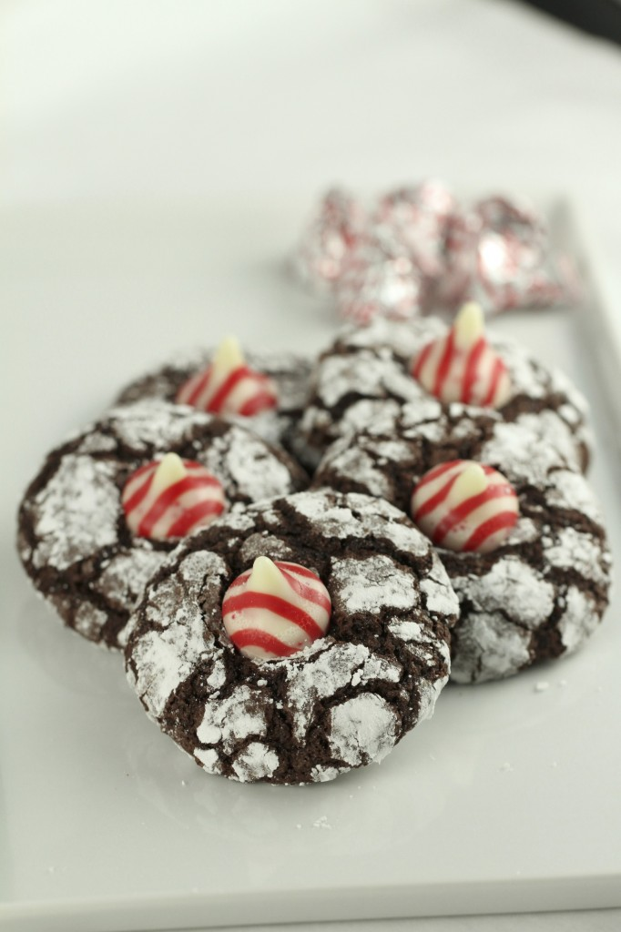 Chocolate Crinkle Peppermint Kiss Cookies {satisfymysweettooth.com}