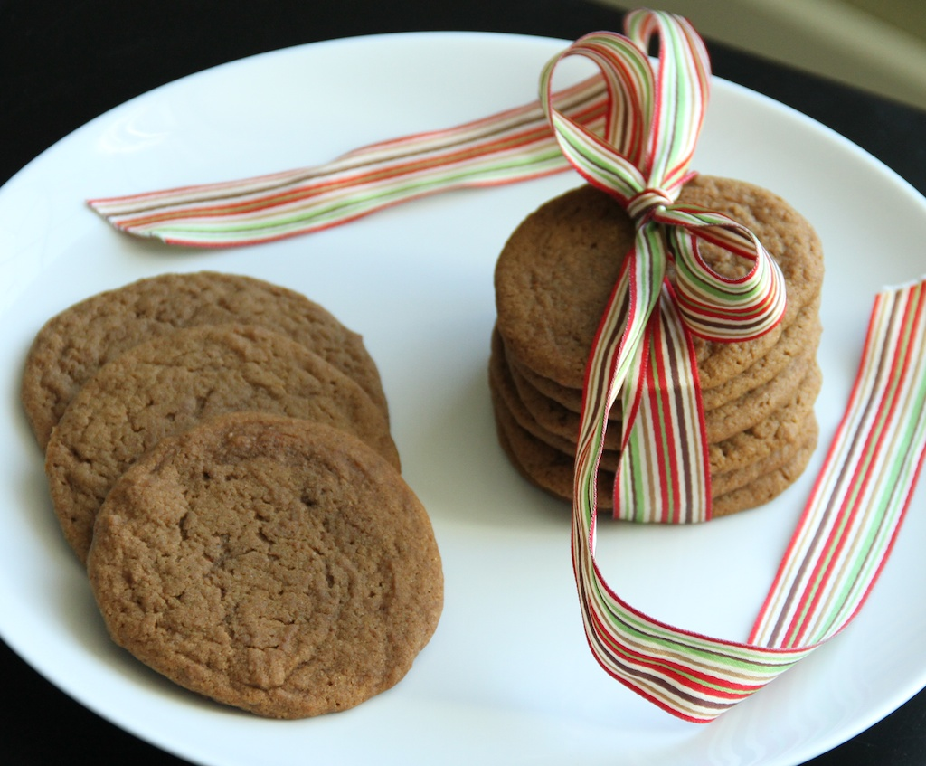 Ginger Molasses Spice Cookies {satisfymysweettooth.com}