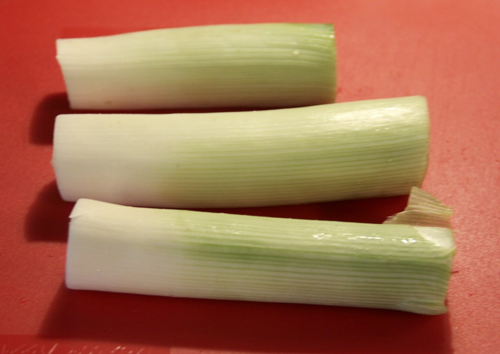 How to clean and prepare leeks {satisfymysweettooth.com}