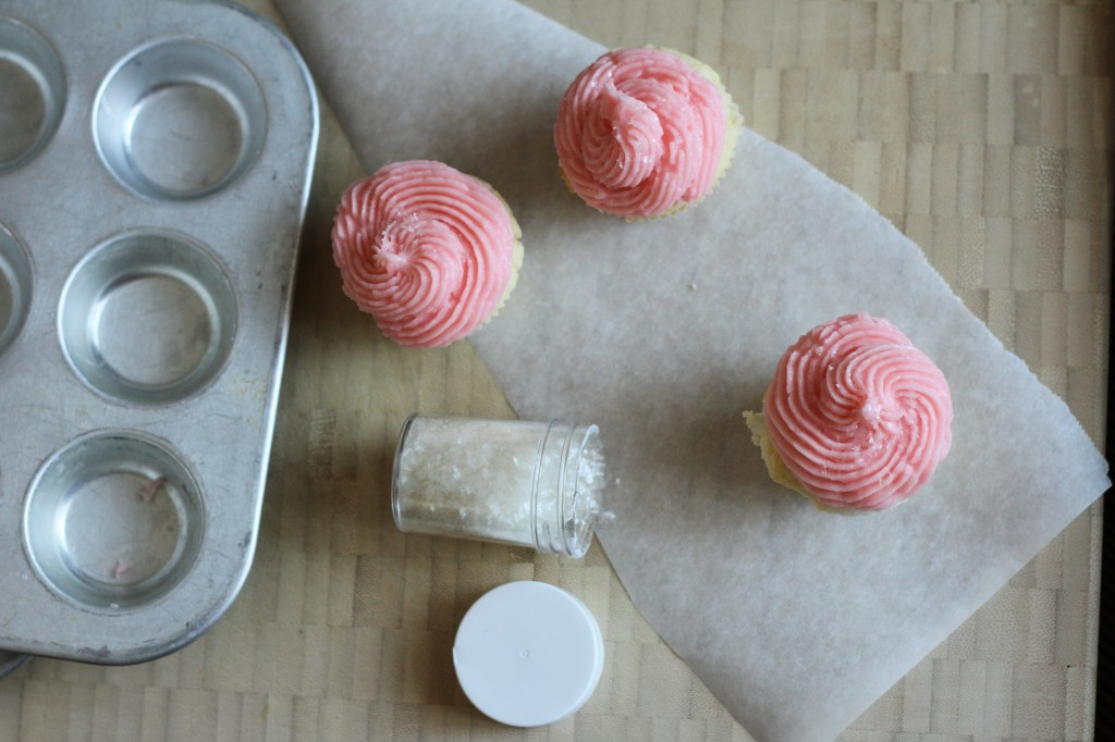 Sparkly Pink Prosecco Cupcakes {satisfymysweettooth.com}