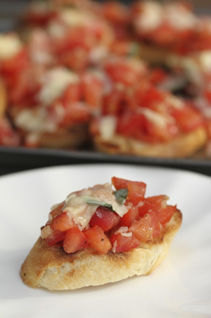 Grilled Tomato Basil Bruschetta {satisfymysweettooth.com}