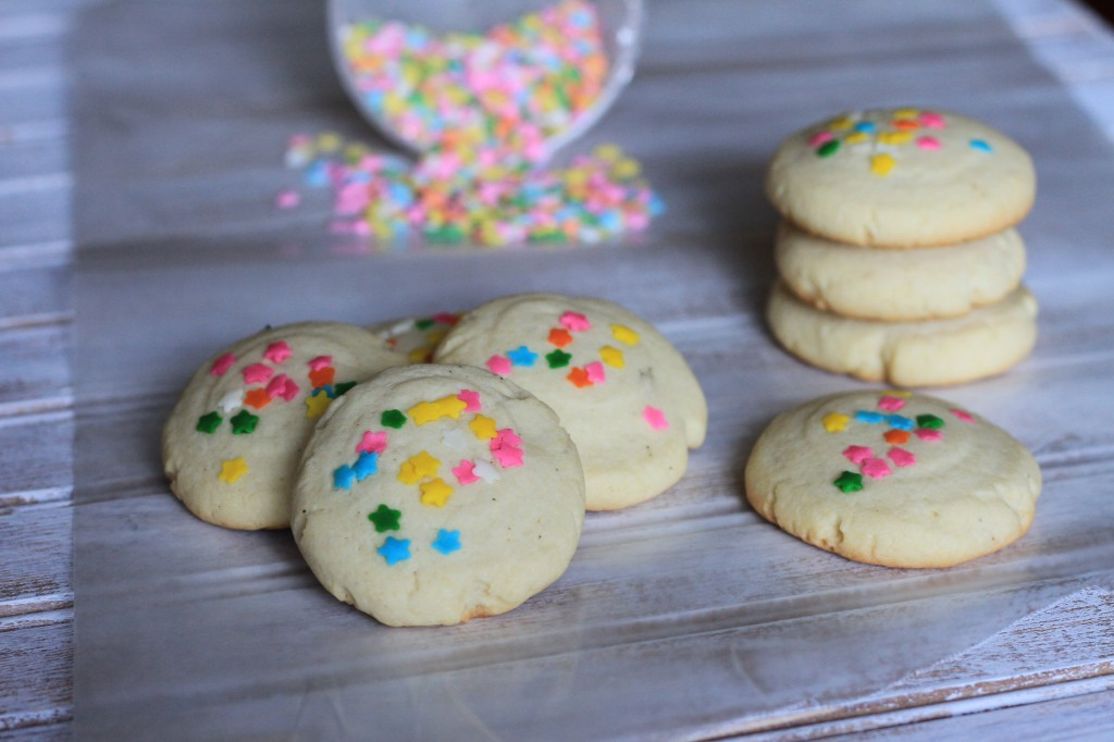 Soft Puffy Sugar Cookies {satisfymysweettooth.com}