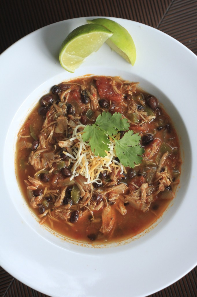 Easy Slow Cooker Chicken Chili {satisfymysweettooth.com}